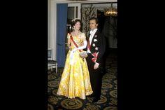 BILLEDER Dronning Margrethes skønne kjoler gennem tiderne   Nyheder   DR