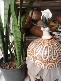 canto em constraçao African Dolls, African Art, African American Figurines, Black Figurines, Painted Gourds, Gourd Art, Cold Porcelain, Unique Art, Art Dolls