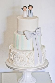 Featured Cake: Edible Art Cakes; http://www.modwedding.com/2014/10/29/obsessed-details-amazing-wedding-cakes/ #wedding #weddings #wedding_cake via Edible Art Cakes