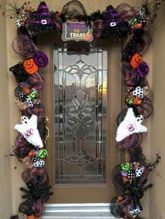 Halloween Garland, Halloween Front Door Decor, Halloween Door Swag, Halloween Outdoor Decor This Halloween garland is absolutely stunning. Be prepared for compliments with this 18 foot custom Halloween GARLAND made with deco mesh and wired ribbon and Halloween Front Door Decorations, Halloween Front Doors, Halloween Deco Mesh, Halloween Porch, Outdoor Halloween, Fall Halloween, Halloween Crafts, Halloween Puerta, Halloween Living Room