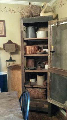 Pie safe display, i love this Primitive Cabinets, Primitive Kitchen, Primitive Furniture, Country Furniture, Primitive Crafts, Primitive Christmas, Primitive Country, Prim Decor, Country Decor