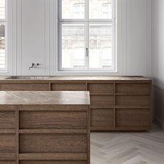 Minimalist Bathroom Ideas and Inspiration Minimal Kitchen Design, Interior Design Kitchen, Kitchen Decor, Kitchen Shop, Minimalist Bathroom, Minimalist Kitchen, Interior Minimalista, Kitchen Installation, Duplex