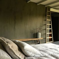 I wonder how to replicate the painting techniques of this bedroom wall. Bedroom Green, Bedroom Wall, Style At Home, Parents Room, Childrens Room Decor, Room Planning, Headboards For Beds, Bed Styling, Model Homes
