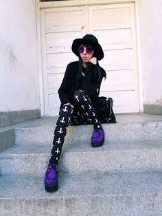 Katarina Struts It In Colorful Round Metal Sunglasses - Vintage Celebrity Sunglasses Eyewear Eyeglasses Glasses Mens Women's