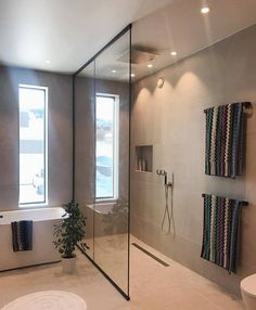Bathroom Grey, New Modern House, Modern Bathrooms Interior, Small Laundry Rooms, Scandinavian Home, House And Home Magazine, Black Decor, Bathroom Renovations, Layout