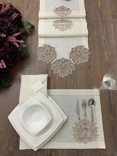 Glass Painting Designs, Paint Designs, Lace Table, Textiles, Craft Business, Filet Crochet, Table Runners, Napkins, Table Decorations
