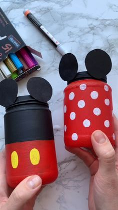 Disney painted jars Cool DIY tutorial with Mikkie jar painting. Creative idea for DIY home decor with Mikkie mouse. The best idea for gift. Use Artistro paint pens for a high pigmented drawing on almost any surface and create unique stunning projects! Disney Diy Crafts, Diy Crafts Hacks, Diy Home Crafts, Diy Crafts For Kids, Diy Disney Decorations, Decor Crafts, Pot Mason Diy, Mason Jar Crafts, Diy Jars