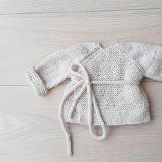 Wrap-over jacket available in english  #omslagsrillejakke #dustorealpakka #paelas #knittingpattern #knitting #knitforkids #instaknit #strikktilbarn #handmade #norwegiandesign #strikkedilla #strikkemønster #strikking