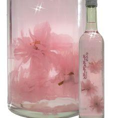 瓶の底でひらひら舞う桜が綺麗。 天然の桜花を浮かべたリキュール♪やたがらす さくらKIRAKIRA キラキラ 500ml