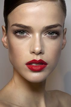 SO much to like about this look! Great: brows, lips, pale skin. #skinwin