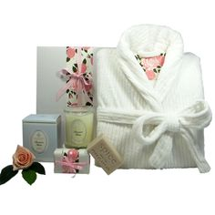French Pear Perfumed soy wax candle and soap with a luxurious womens bath robe. Pamper Hamper, Baby Hamper, Hampers For Her, Gift Hampers, Luxury Hampers, Bath Soap, Luxury Bath, Urban, Soy Wax Candles