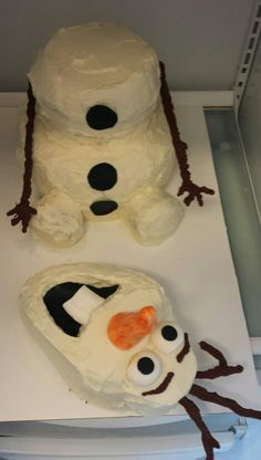 My cousin Jennifer made this Olaf cake for her girls birthday !!! Well done cuz :-)