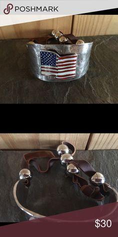 American flag 🇺🇸 bracelet in silver tone metal Adjustable back beautiful boutique bracelet American flag 🇺🇸 Jewelry Bracelets