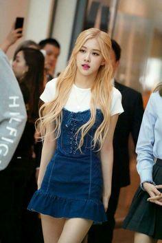 Blackpink Outfits, Kpop Fashion Outfits, Korean Outfits, Blackpink Fashion, Korean Fashion, Kpop Mode, Foto Rose, Kim Jisoo, Black Pink Kpop