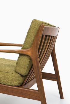 Folke Ohlsson USA 75 easy chairs by Dux at Studio Schalling Mod Furniture, Furniture Design, Cool Chairs, Easy Chairs, Scandinavian Chairs, Wooden Sofa Designs, Mid Century Sofa, Banquettes, Chairs For Sale