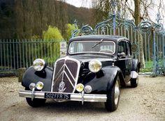 1951 Citroën Traction Avant D Psa Peugeot Citroen, Citroen Car, Retro Cars, Vintage Cars, Antique Cars, Citroen Traction, Traction Avant, Car Car, Old Cars
