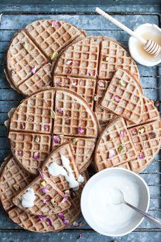Vegan sourdough spelt Waffles // sunday breakfast looks like this!