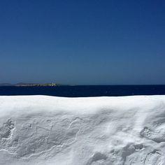 #minimal_perfection#white#architecture#cyclades#blue #light#aegean#architecturalphotography#horizon#minimal#lessismore#architectural