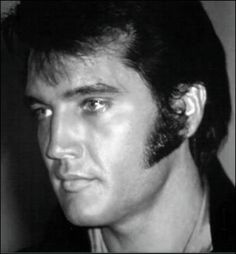 1969 Press Conference in Las Vegas - Elvis Presley King Elvis Presley, Elvis Presley Photos, Priscilla Presley, Rock And Roll, Tupelo Mississippi, You're Hot, Chuck Berry, Most Handsome Men, Las Vegas Hotels