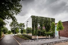 Mirrored office extension by Atelier Vens Vanbelle