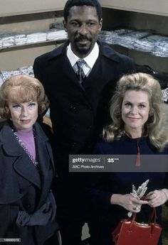 """Agnes Moorehead, Bill Russel (Boston Celtics NBA team) and Elizabeth Montgomery """"Samantha's Shopping Spree"""" Agnes Moorehead, Bewitched Tv Show, Bewitched Elizabeth Montgomery, Abc Photo, Boston Celtics, Find Picture, Shopping Spree, Photo Archive, Favorite Tv Shows"""