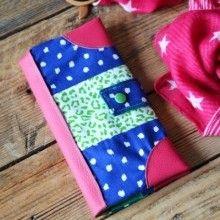 Envie d'un joli porte-chéquier en tissu coloré, ce {DIY} couture très simple à réaliser est fait pour vous...