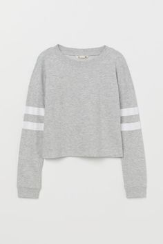Sweatshirt in organic cotton fabric. Heavily dropped shoulders long sleeves with a printed motif and ribbing at neckline and cuffs. Hm Outfits, Outfits Teenager Mädchen, Teen Girl Outfits, Girls Fashion Clothes, Basic Outfits, Teen Fashion Outfits, Cute Casual Outfits, Kids Outfits, Girl Fashion