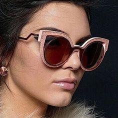"""Qué pasada de colección!! . Os presentamos lo nuevo de @fendi """"Paradeyes"""". ESPECTACULAR.  #sunoptica #gafas #sunglasses #gafasdesol #occhiali #sunnies #gafas #shades #style #fashion #fendisunglasses #fendi #nuevacoleccion #new #nosencanta #novedades"""