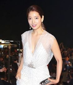 [Video + Photos ]Park Shin-hye's hands busy covering up her dress @ HanCinema :: The Korean Movie and Drama Database