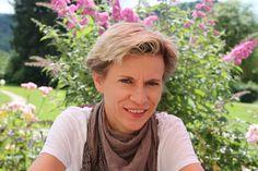 Sonja Miko, Chefin von Indigourlaub, im Interview - The Chill Report Qigong, Interview, Chill, Traveling, Dreadlocks, Hair Styles, Beauty, Yoga Teacher