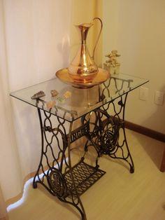 Antique Sewing Machine Table, Vintage Sewing Table, Antique Sewing Machines, Recycled Home Decor, Repurposed Furniture, Rustic Furniture, Diy Furniture, Singer Table, Singer Sewing Tables