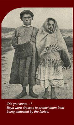 Barefoot Irish children in Connemara western Ireland early Old Pictures, Old Photos, Vintage Photos, Ireland Country, Erin Go Bragh, Irish Culture, Irish American, Irish Celtic, Irish Traditions