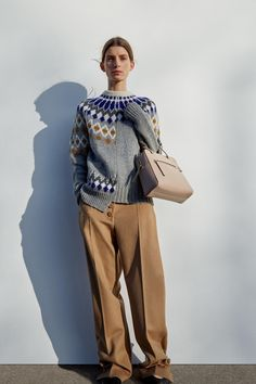 The complete Joseph Pre-Fall 2018 fashion show now on Vogue Runway. The complete Joseph Pre-Fall 2018 fashion show now on Knitwear Fashion, Knit Fashion, Fashion News, Fashion Outfits, Fashion Trends, Nordic Fashion, Fashion Online, Autumn Fashion 2018, Fashion Show Collection