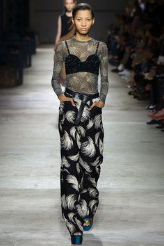 Dries Van Noten Spring 2016 Ready-to-Wear Fashion Show -Look Lineisy Montero (Next) Fashion Week Paris, Runway Fashion, Spring Fashion, Fashion Show, Fashion Design, Uk Fashion, Lineisy Montero, Dries Van Noten, How To Wear Vans
