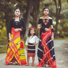 Rongmei Girls in traditional attires India Fashion, Ethnic Fashion, Modern Fashion, Asian Dressing, Northeast India, Fashion Outfits, Style Fashion, Girl Fashion, Ethnic Dress