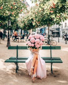 Look Your Best With This Fashion Advice Instagram Accounts To Follow, Budget Fashion, Women's Fashion, Paris Travel, Travel Europe, Pretty Flowers, Pink Flowers, Fashion Advice, Foto E Video