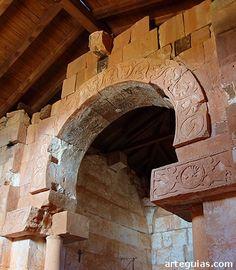 Aunque todavía hay misterios por resolver en relación a su construcción, la idea más aceptada es que perteneciera a un monasterio visigodo del siglo VII Monasterio de Quintanilla de las Viñas España