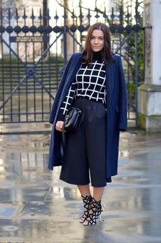 45 Fall is Here Outfits to Prepare for - Fashion Trends Black Culottes, Culottes Outfit, Boyfriend Coat, Perfect Fall Outfit, Next Clothes, Fashion Sketches, Clothing Items, Fall Outfits, What To Wear