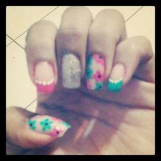 Diseño de uñas de flores #nails #uñas #diseñodeuñas #COSTARICA #flores #flowers #pinkandgreen #fusiayverde
