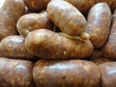 The mother lode of homemade sausage recipes! I need to stop pinning sausage recipes! Homemade Chorizo, Homemade Sausage Recipes, Pork Recipes, Cooking Recipes, How To Make Sausage, Food To Make, Sausage Making, Receta Bbq, Home Made Sausage