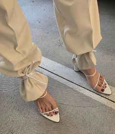 Lace Heels, Lace Up Sandals, Strappy Sandals, Tie Up Heels, Sandals Outfit, Lace Up Shoes, Dress Shoes, Fashion Details, Look Fashion