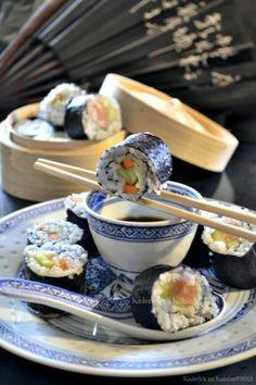 Makis au saumon fumé, concombre & carotte avec du wasabi et du gingembre #recette #SaintValentin #Makis #saumonfume #wasabi #gingembre #aphrodisiaque