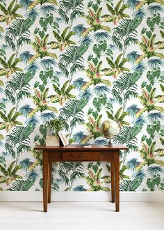 Wallpaper in creative and unique patterns – choose from hundreds of motifs and designers. We have wallpaper for every room. Wallpaper Decor, Photo Wallpaper, Tropical Wallpaper, Spring Design, High Quality Wallpapers, Wall Murals, Print Patterns, Designers, Interior Design