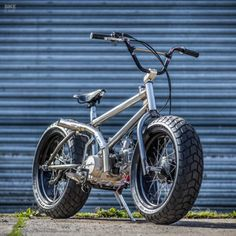 Fat Tracker: Down & Out's motorized BMX - - Slip on the Etnies! Is there anything cooler than a BMX with an engine? Cool Motorcycles, Triumph Motorcycles, Bmx Bikes, Cool Bikes, Bmx Bicycle, Motorcycle Design, Motorcycle Style, Bike Design, Motorcycle Workshop