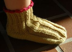 Free Knit Pattern - Toddler Slippers!