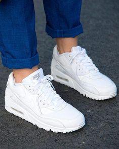 a94518ca330a9 Aire bajo tus pies  Valentino Zapatillas Blancas