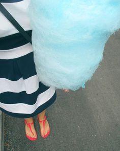 Šmolková vata musí byť! 🍭 krásnu sobotku všetkým! 😚😚❤ #dnesjem #dnesnosim #dnespriberam #cukrovavata #cottoncandy #blue #smurf #dress #summer #leto2016 #jarmok #dnesneessentials #insta_svk #slovakblogger