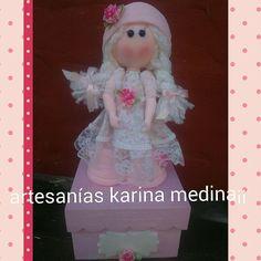 Muñeca con mucho rosa !!