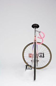 ibelieveingirls:  http://pinterest.com/girlsonwheels/bike/