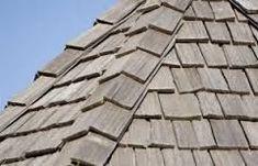 Reparatie of vervanging van beschadigde houten shingles Types Of Roof Shingles, Wood Roof Shingles, Asphalt Shingles, Roofing Shingles, Flat Roof Repair, Cedar Roof, Shingle Colors, Roof Installation, Roof Design